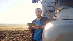 De slimme landbouw E langzame geanimeerde video Portretzakenman stock video