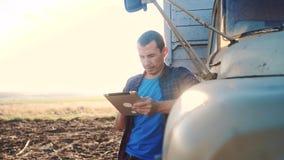 De slimme landbouw E langzame geanimeerde video Portretzakenman stock footage