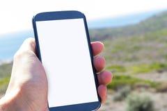 De Slimme Telefoon van de handholding in Aard Royalty-vrije Stock Afbeeldingen