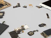De slimme telefooncomponenten isoleren op witte achtergrond stock foto's