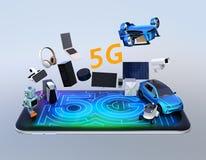 De slimme toestellen, de hommel, het autonome voertuig en de robot springen van slimme telefoon Stock Fotografie