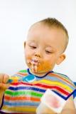 De slordige Baby controleert de Inhoud van de Calorie Stock Afbeeldingen