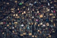 De sloten van de liefde in Parijs Stock Afbeeldingen