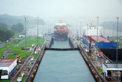 De Sloten van het Kanaal van Panama en de Trein van de Muilezel Stock Afbeeldingen