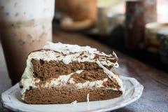 De smakelijke cake van de chocoladecake in koffiewinkel, donkere chocoladecake Royalty-vrije Stock Afbeelding