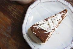 De smakelijke cake van de chocoladecake in koffiewinkel, donkere chocoladecake Stock Foto's