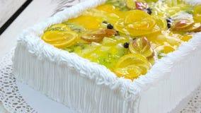 De smakelijke cake van de fruitroom stock footage