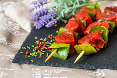 De smakelijke kebabs van het rundvleeslapje vlees stock afbeelding