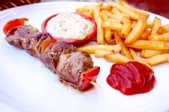 De smakelijke kebabs van het rundvleeslapje vlees stock afbeeldingen