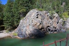 De Smalle Maatspoorweg van Durango aan Silverton die Rocky Mountains door de Rivier Animas in Colorado de V.S. doorneemt Royalty-vrije Stock Foto's
