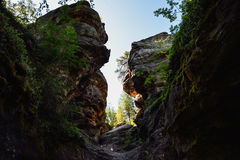 De smalle passage tussen de rotsen Royalty-vrije Stock Foto's