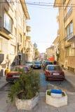 De smalle straat in het centrum van Bourgas, Bulgarije Royalty-vrije Stock Foto