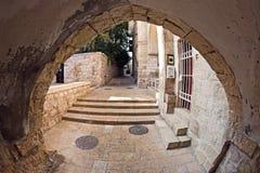 De smalle straat in het Joodse Kwart van Jerusal Stock Foto
