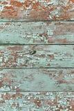De smaragdgroene schaduw kleurde gebarsten verfschil op houten textuur stock afbeelding