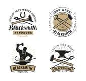 De smid, smeedt embleem of etiket Blacksmithing, het symbool van het ijzerwerk Vector Stock Afbeelding