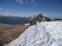 De snöig maxima av de Kaukasus bergen Royaltyfria Foton