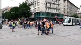 De SNCF-de werknemers protesteren arbeiders op Franse straat stock video