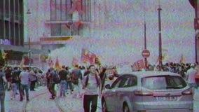 De SNCF-de werknemers protesteren arbeiders op Franse straat stock videobeelden
