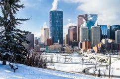 De sneeuw behandelde Calgary Van de binnenstad op een de Winterochtend royalty-vrije stock afbeelding