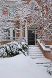 De sneeuw behandelde voorstappen royalty-vrije stock afbeeldingen