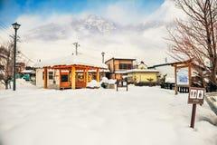De sneeuw en het huis in Nikko-stad, Japan Stock Foto