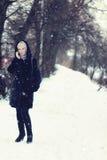 De sneeuw van de de besprekingstelefoon van de meisjeswinter Royalty-vrije Stock Afbeelding