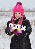 De sneeuw van de meisjeswinter rond stock foto's