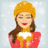 De sneeuw van de vrouwenholding Royalty-vrije Stock Fotografie