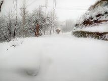 De sneeuw verbindende weg in India Stock Foto's