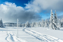 De sneeuw winter in bergen Royalty-vrije Stock Afbeelding
