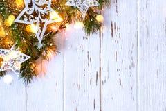 De sneeuwachtergrond van Kerstmis Spartakken met het branden van slinger Stock Foto's