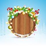 De sneeuwkegels van de sparrentak en stelt op ronde houten grens voor De achtergrond van Kerstmis van de winter Royalty-vrije Stock Fotografie