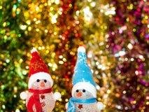 De sneeuwman heel om te glimlachen viert Stock Fotografie