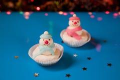 De sneeuwman van Kerstmis twee cupcake Royalty-vrije Stock Afbeeldingen