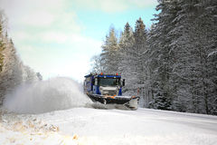 De sneeuwploeg ontruimt Toneelweg Stock Fotografie
