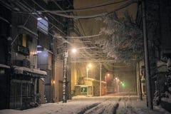 De Sneeuwval in Tokyo en sneeuw op de weg, Japan Stock Fotografie