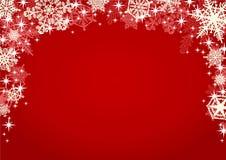De sneeuwvlokken en het Fonkelen schitteren op Rode Achtergrond Royalty-vrije Stock Afbeeldingen