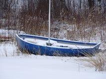 De sneeuwvlokken heeft de boot behandeld Stock Fotografie