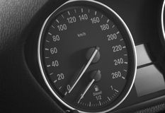 De snelheidsmeter van de auto en diesel vlakke indicator Stock Foto's