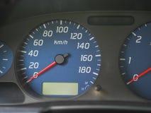 De snelheidsmeter van een auto bij nul kilometers per uur royalty-vrije stock foto