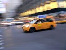 De snelle minibestelwagen van de taxicabine in de Stad van New York Stock Afbeeldingen
