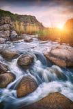 De snelle rivier in een canion royalty-vrije stock afbeeldingen