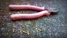 De snijder van hulpmiddelenvouwen voor het rode roze van het draadhulpmiddel stock foto's