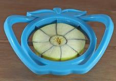 De snijmachine van de appel stock foto's
