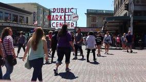 De snoeken plaatsen het Teken van het Openbare Marktcentrum stock video