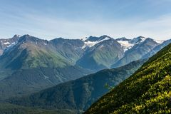 De Snowcapped bergen av halvön för Alaska ` s Kenai royaltyfri bild