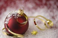 De Snuisterij van Kerstmis & Gouden Linten Stock Foto