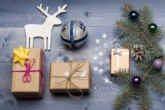 De snuisterijen en de decoratie van Kerstmis Royalty-vrije Stock Foto's
