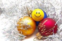 De snuisterijen en de glimlach van Kerstmis Stock Afbeeldingen