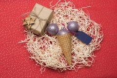 De snuisterijen en de decoratie van Kerstmis Royalty-vrije Stock Afbeeldingen